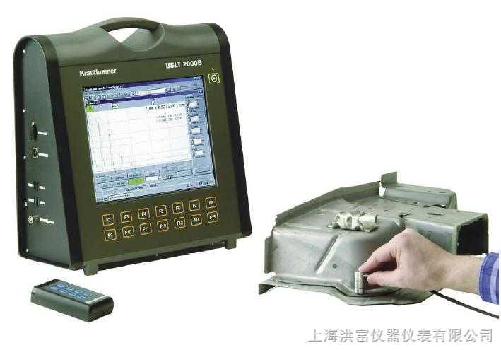 USLT 2000B 超声波检测仪 GE检测科技一直致力于产品与检测解决方案的提高,这套新型 USLT 2000B 便携式超声波检测仪专门为汽车工业量身定做,就是最新的研发成果。它能够利用超声波对焊点进行检测,其主要特点包括: 可移动使用: 该超声波测试系统小巧轻便,使用电池,适合在诸如生产车间等地方运用。超大的TFT显示屏让您即使在相当远的地方也能够轻松阅读测试数据。 操作简便: USLT 2000B 具有独特的用户界面,符合人体工程学,内置触摸屏以及14个可编程功能键让您的操作更加简单。 多种输出形式